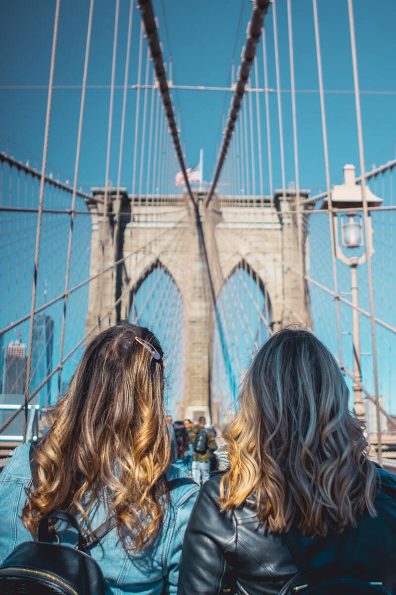 Girls-on-the-Brooklyn-Bridge