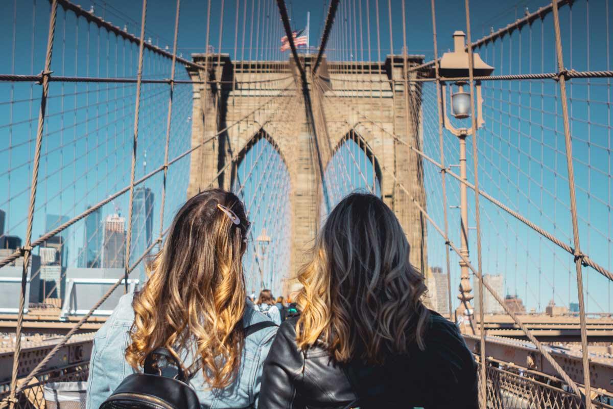 Two-girls-on-the-Brooklyn-Bridge