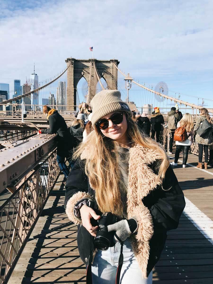 katie-getting-photos-on-the-Brooklyn-Bridge-walk