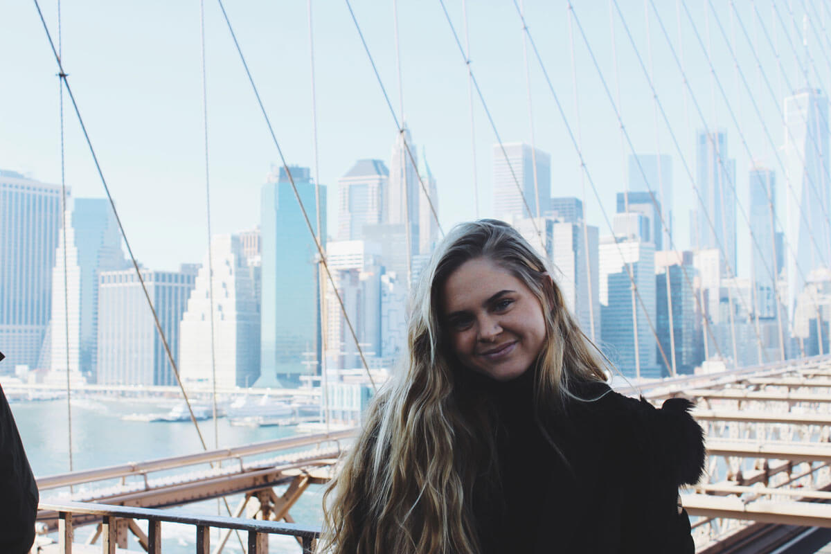 katie-looking-gorgeous-with-the-manhattan-skyline-on-the-brooklyn-bridge-by-katie-hinkle