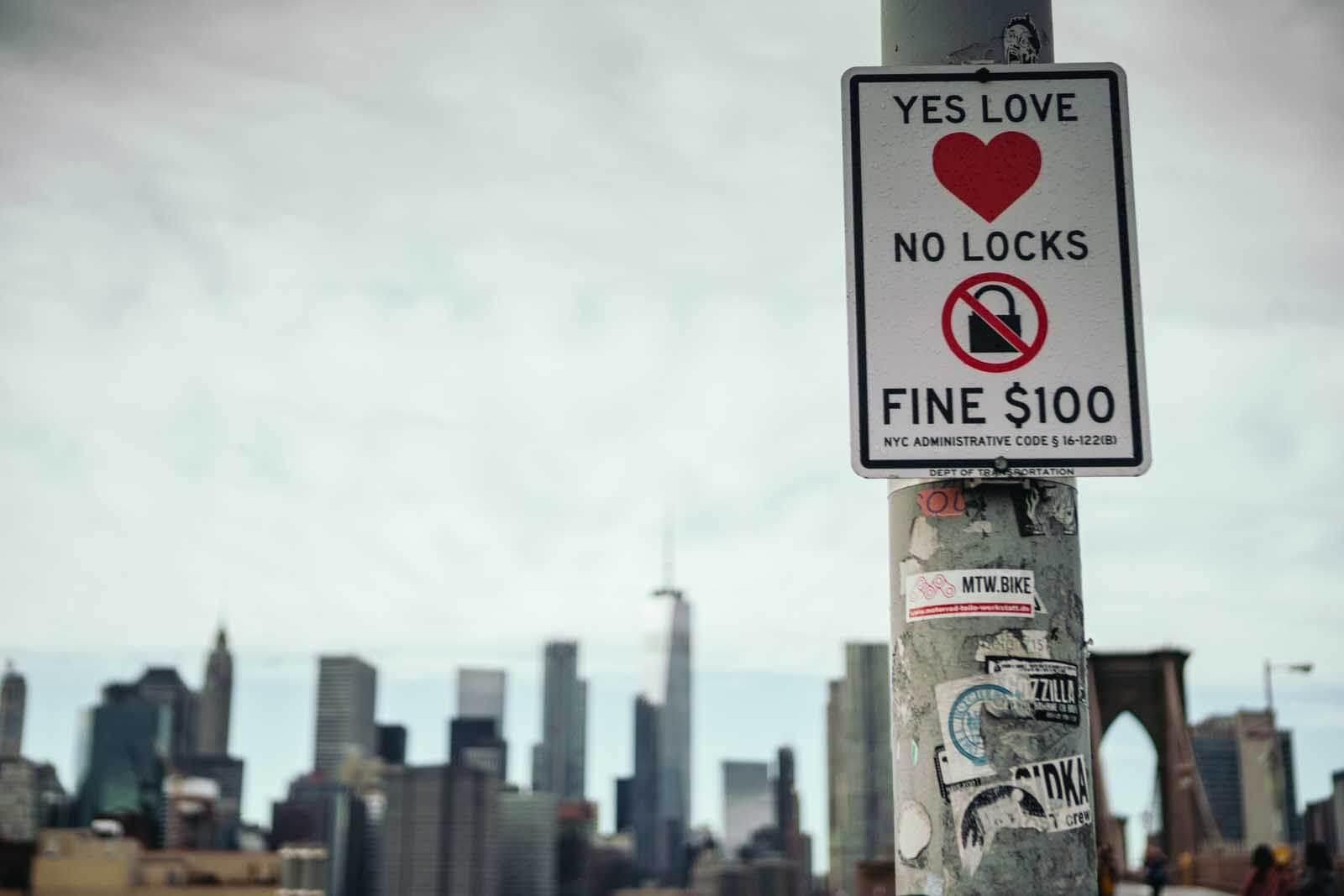 no love locks on the Brooklyn Bridge