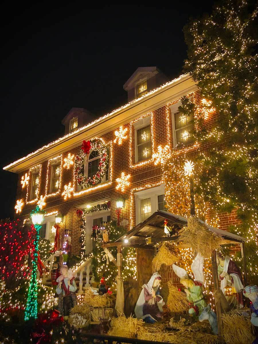 Dyker-Heights-Christmas-Lights-brick-house-with-lights