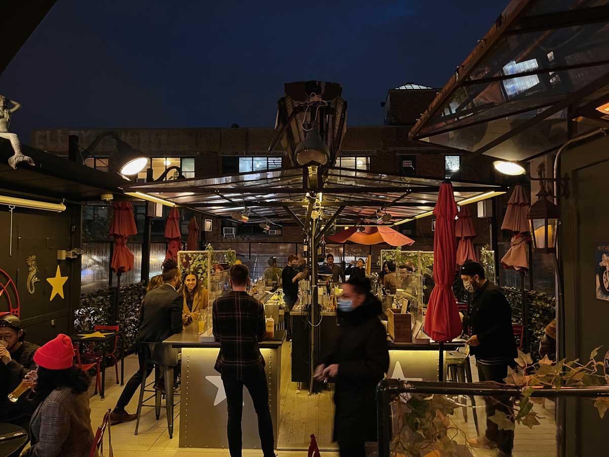 Juliette-rooftop-bar-at-night-in-williamsburg-brooklyn