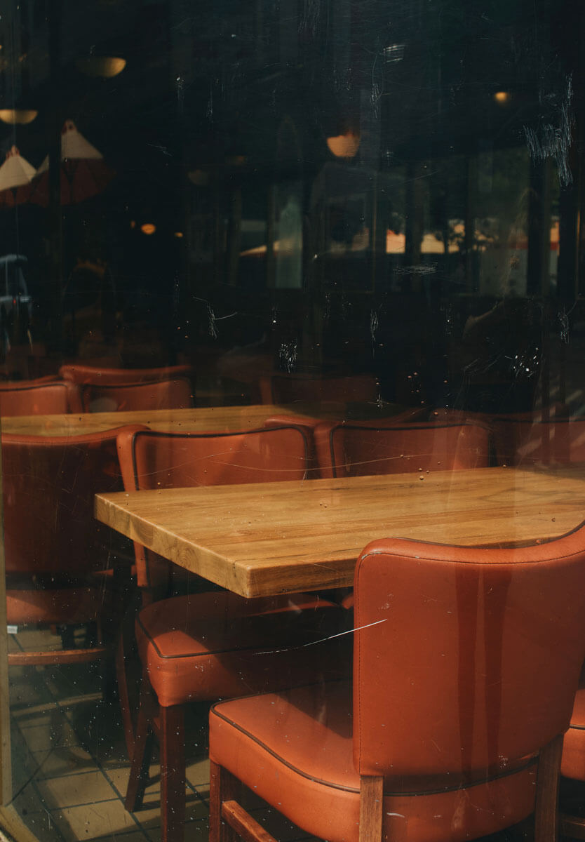 moody-photo-of-seating-in-Juniors-Cheesecake-in-Downtown-Brooklyn by Katie Hinkle