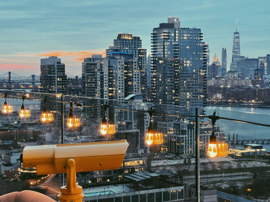 view-of-th-skyline-at-sunset-from-westlight-in-williamsburg