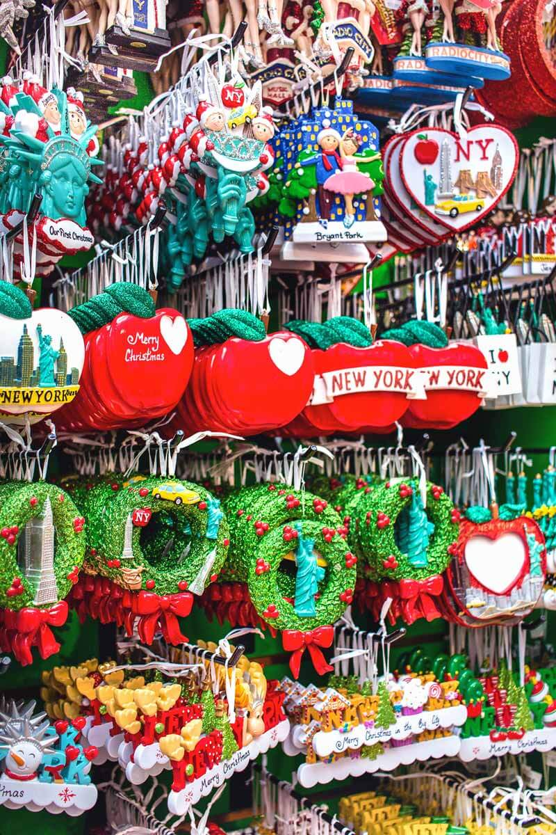 New-York-City-Christmas-ornaments-colorful-souvenirs-and-christmas-tree-decorations--FSRWCZ9