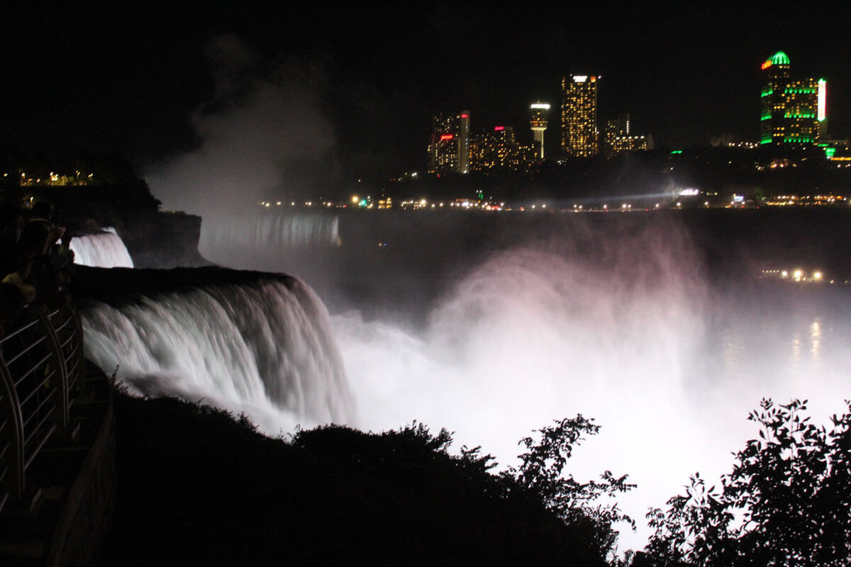 Niagara-Falls-at-night-a-great-New-York-trip-by-Katie-Hinkle