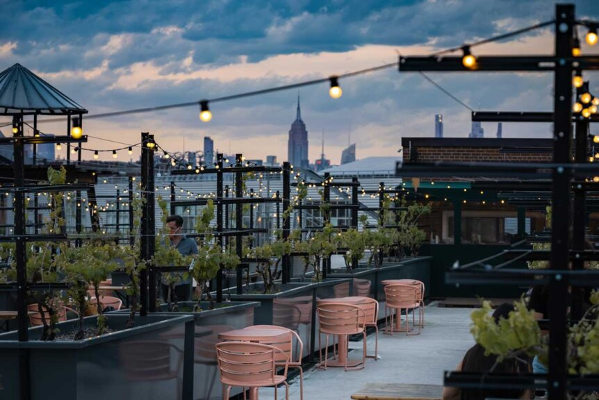 empire-state-building-view-from-rooftop-reds-in-navy-yard-brooklyn-rooftop-bar