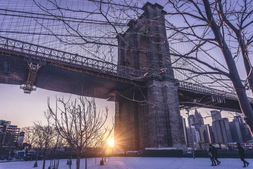 Brooklyn-Bridge-in-the-winter