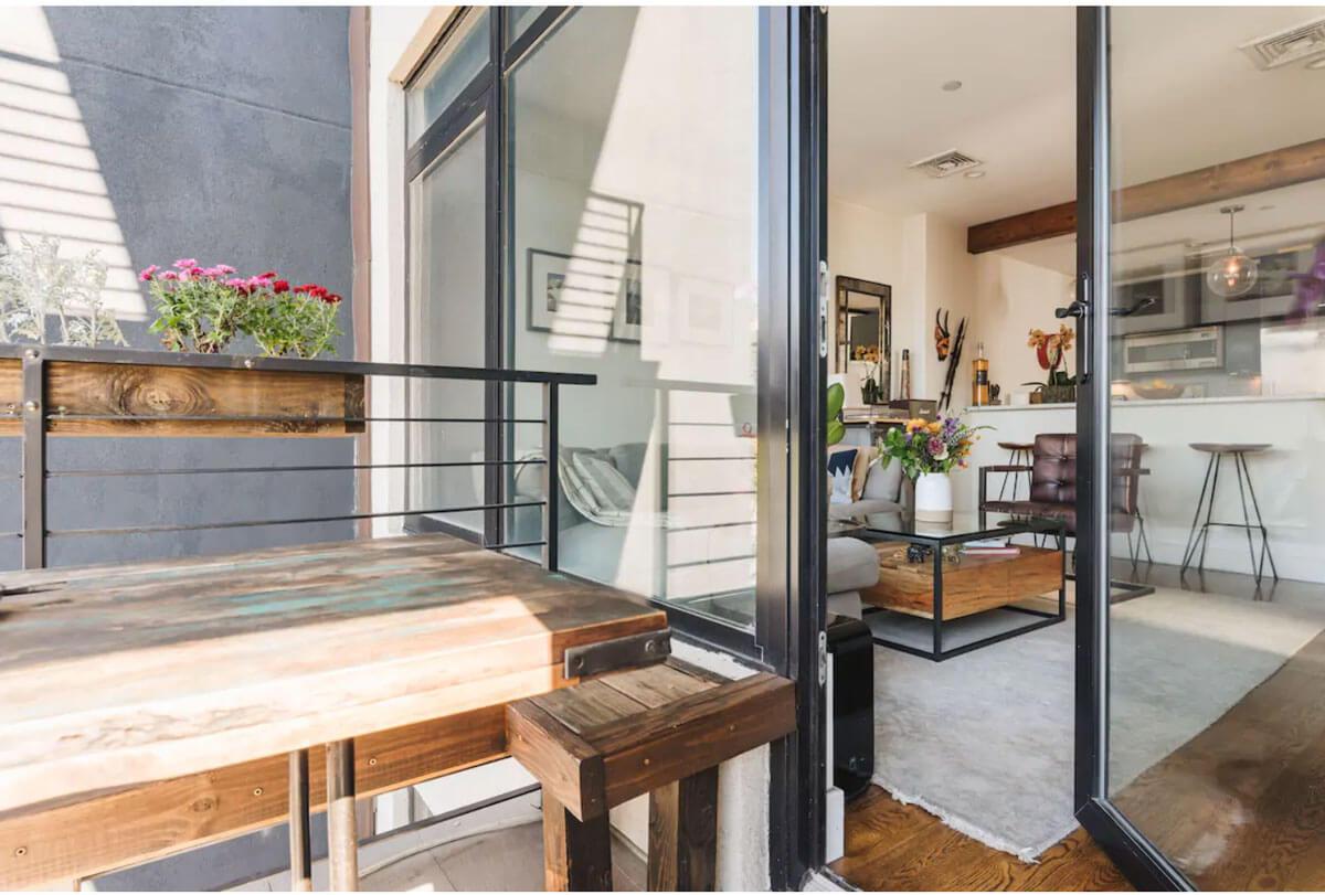 Luxury-Flat-with-Balcony-Airbnb-in-DUMBO-Brooklyn