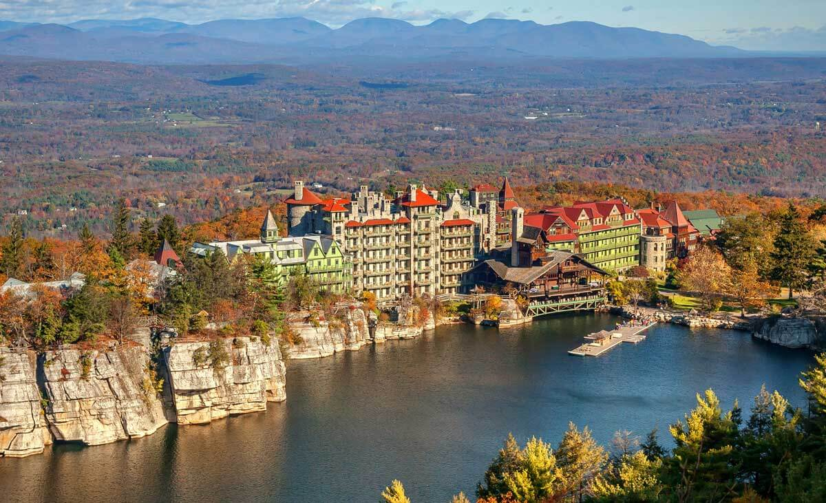 Mohonk_Castle-in-New-York-in-the-Fall-Signature-Shot