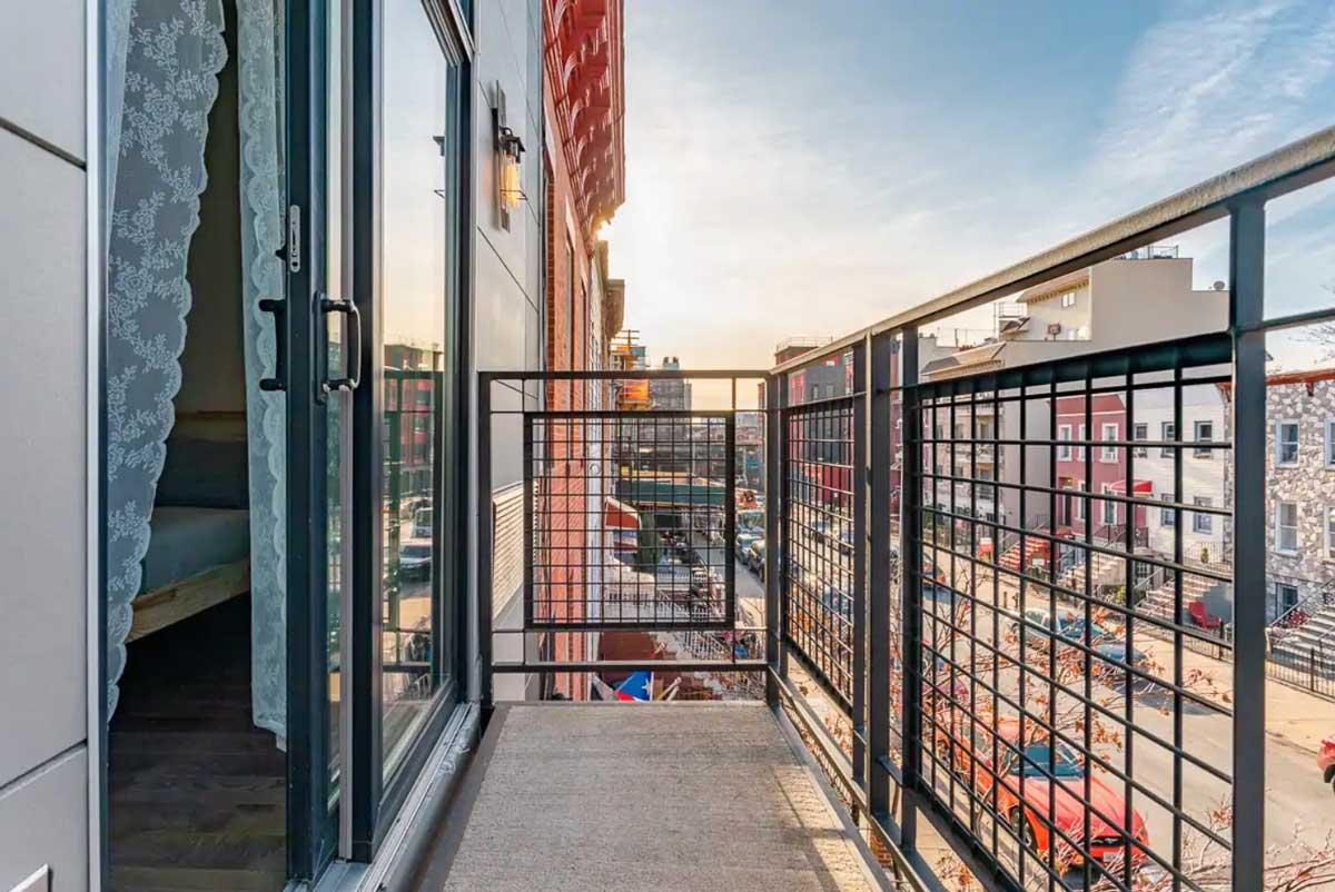cozy-bright-apartment-in-bushwick-with-balcony