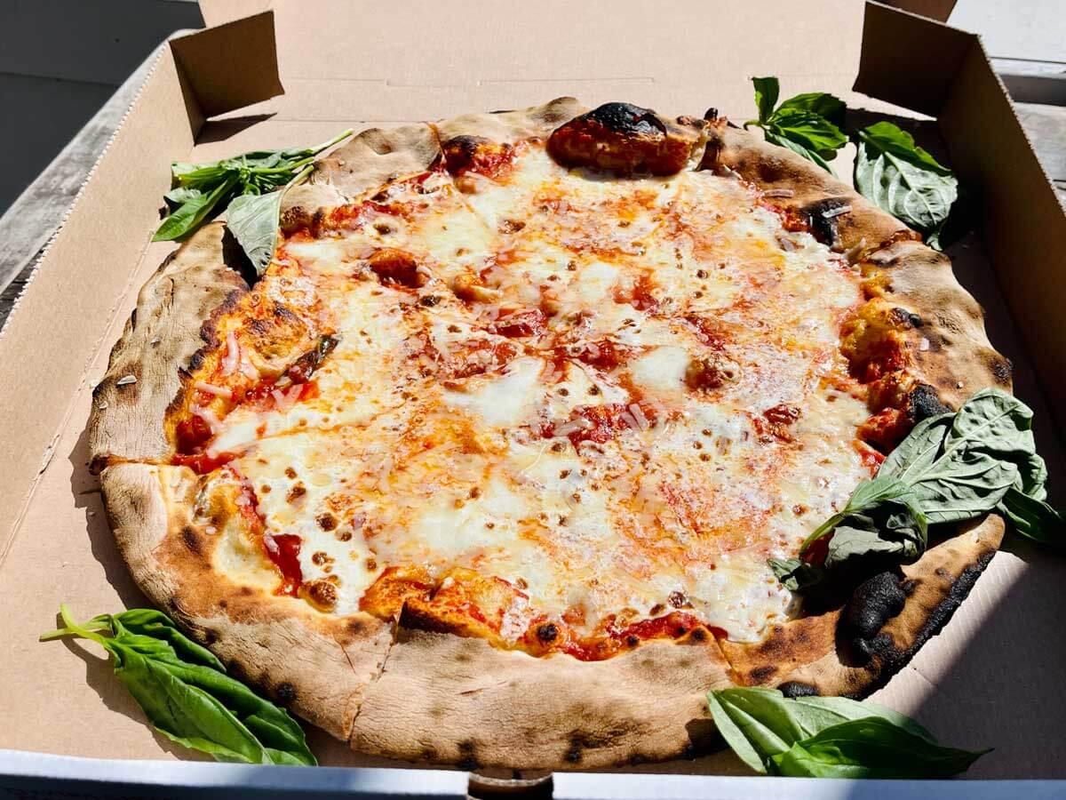 lucali-pizza-in-carroll-gardens-brooklyn