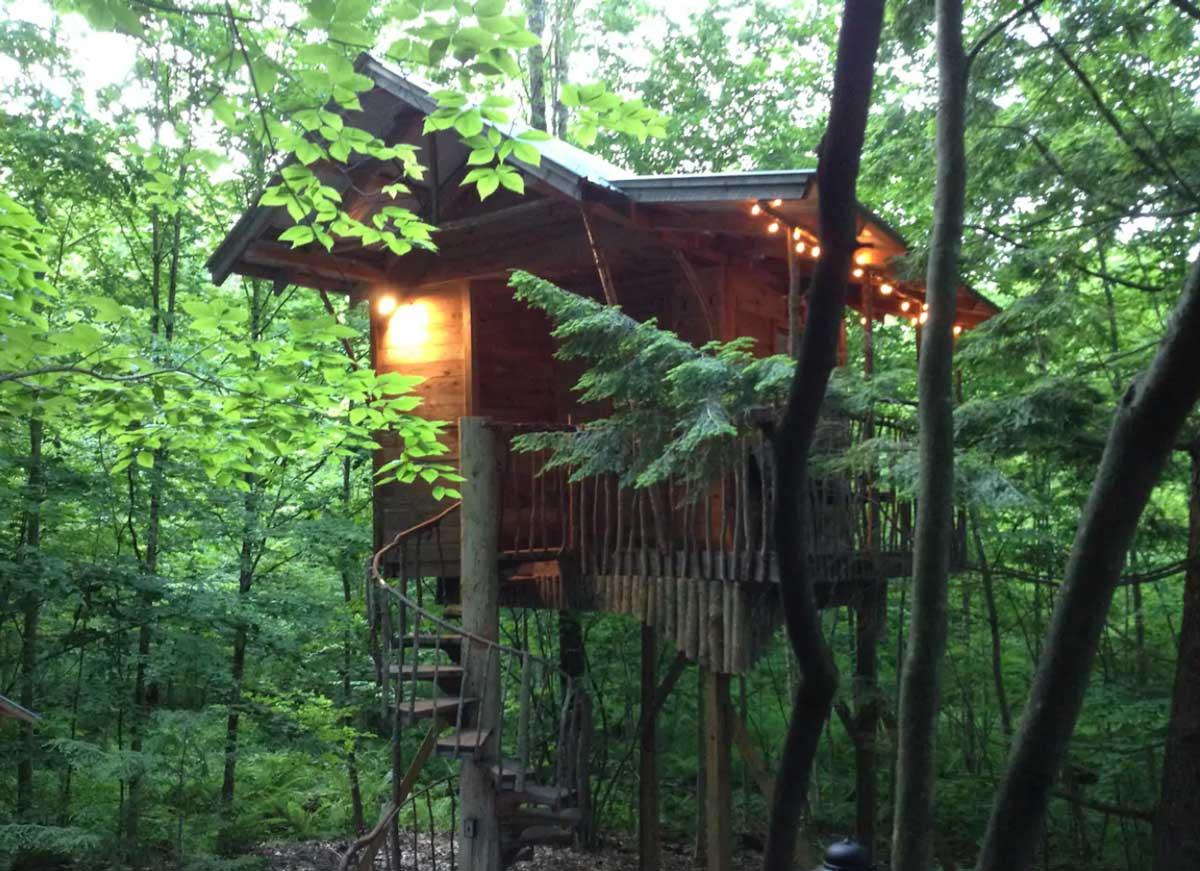 Adirondack-Treehouse-Retreat-in-New-York