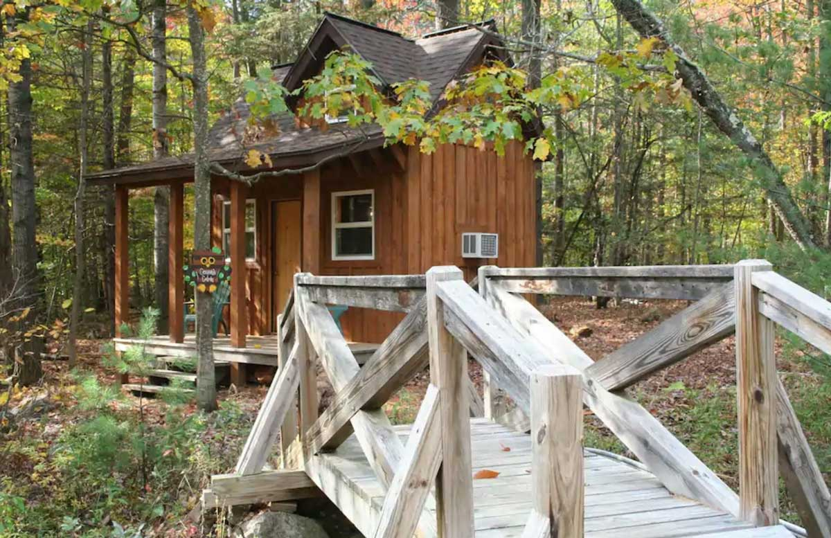 Adirondack-cabin-style-tiny-home-in-new-york