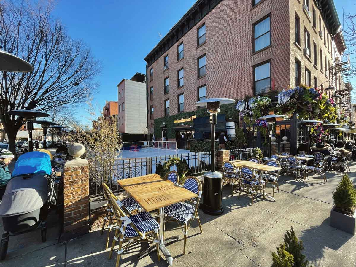 Court-Street-Tavern-heated-outdoor-dining-in-Carroll-Gardens-Brooklyn