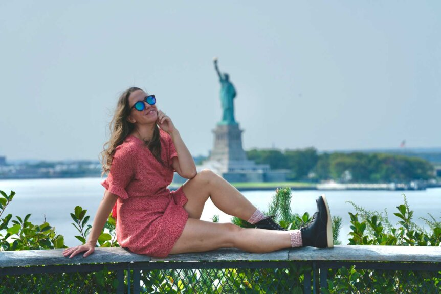 megan-at-the-hill-on-governors-island-in-nyc-with-the-statue-of-liberty-in-the-background