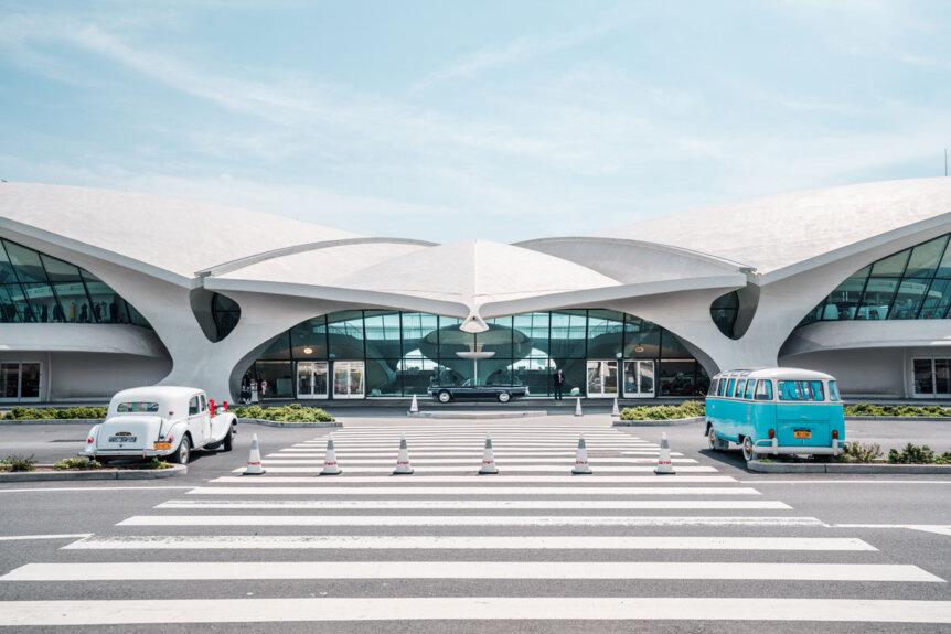 TWA-Hotel-exterior-entrance-at-Terminal-5-at-JFK-airport-in-NYC