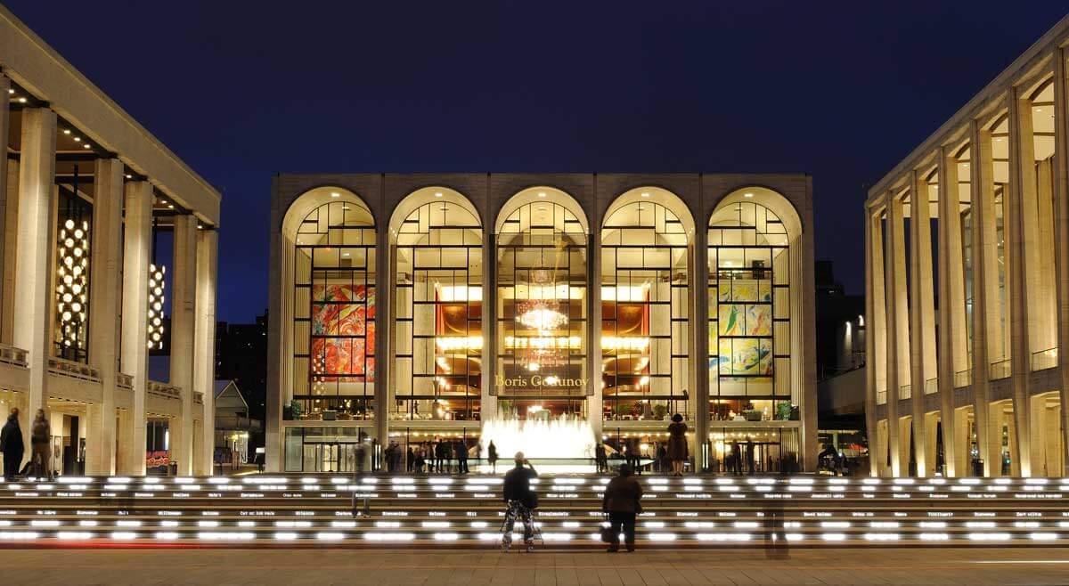 Metropolitan-Opera-House-at-Lincoln-Center-in-Manhattan-NYC