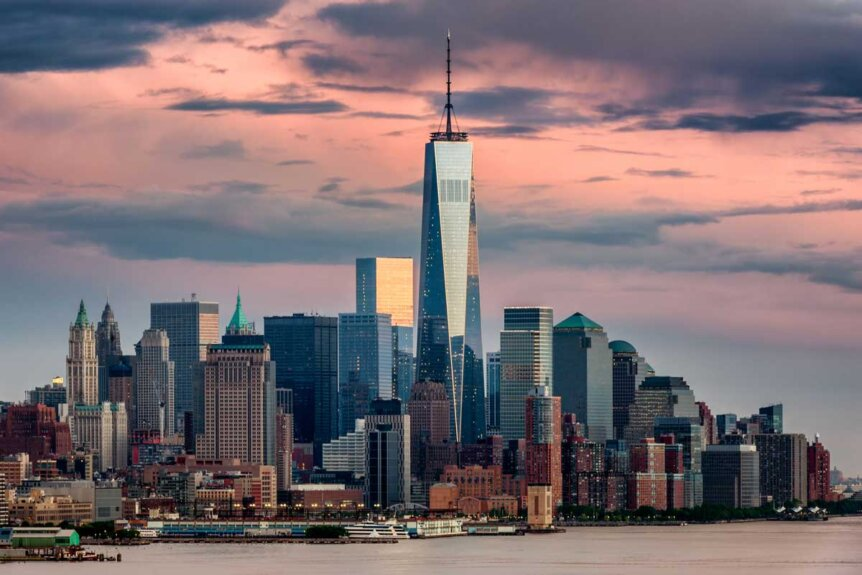 lower-manhattan-skyline-and-the-world-trade-center-at-sunset-in-NYC-