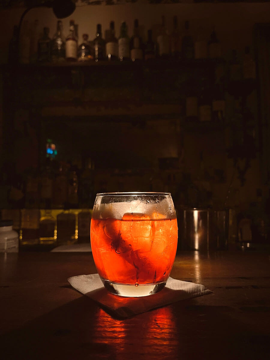 negroni-cocktail-at-dynaco-bar-in-bed-stuy-brooklyn
