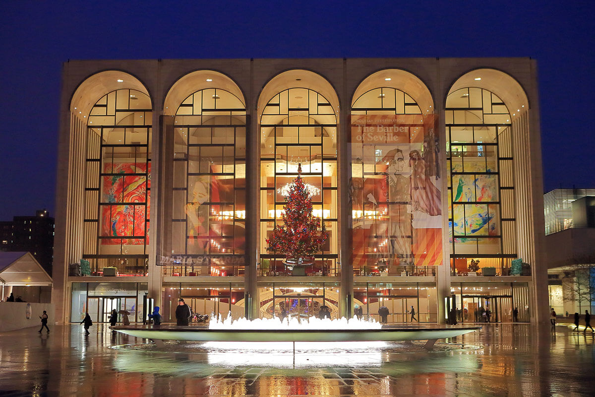 Lincoln-Center-at-Christmas-in-NYC