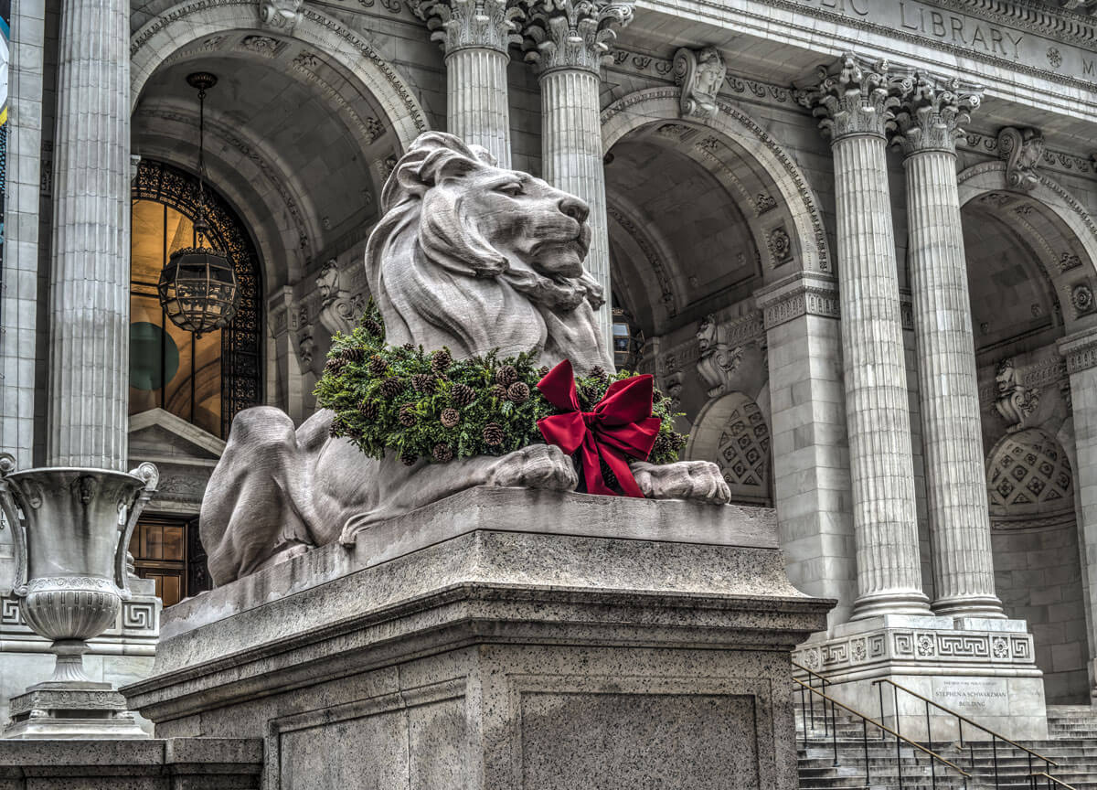 new-york-public-library-lion-statues-at-christmas-with-the-wreath-and-red-bows
